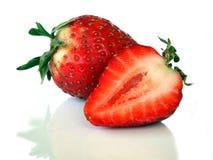 Getrennte Erdbeere-Hälfte Stockbild