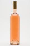 Getrennte Flasche des rosafarbenen Weins Lizenzfreie Stockbilder