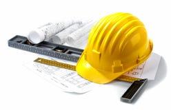 Getrennter harter Hut mit Lichtpausen und Tabellierprogrammen Lizenzfreies Stockbild