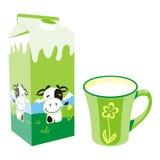 Getrennter Milchkartonkasten und -becher Stockfoto