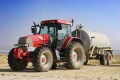 Getrennter roter Traktor Lizenzfreies Stockfoto
