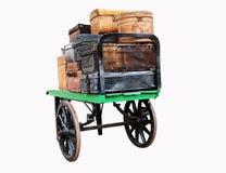 Getrenntes Bild des Weinlese-Gepäcks auf einer Laufkatze Stockfotografie