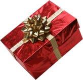 Getrenntes rotes Geschenk mit Goldbogen und -farbband lizenzfreie stockfotografie