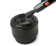 Getrenntes schwarzes Objektiv der Kamera DSLR und Objektivfeder Stockfotos