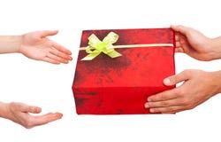 Getrenntes Weihnachtsgeschenk auf weißem Hintergrund Lizenzfreies Stockbild