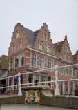 Getretene Giebel in historischem Dokkum, die Niederlande Stockbild