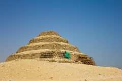 Getretene Pyramide in Saqqara stockbilder