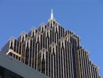 Getretener Wolkenkratzer Stockbild