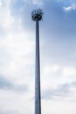Getriebeantenne für zelluläres, hohes Pfostenmetall Lizenzfreie Stockfotografie