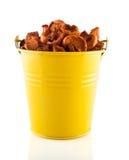 Getrocknete Äpfel im gelben Eimer Lizenzfreie Stockfotos