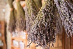 Getrocknete Bündel Lavendel stockbild