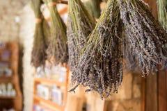 Getrocknete Bündel Lavendel lizenzfreies stockfoto