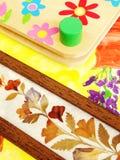 Getrocknete Blumen und Presse Stockfoto
