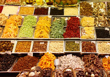 Getrocknete Früchte im Markt lizenzfreie stockfotografie