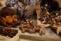 Getrocknete Früchte und Muttern Stockfotografie