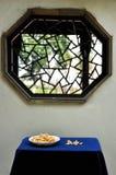 Getrocknete Lilie in der Schüssel Stockfoto