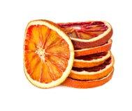 Getrocknete orange Scheiben lokalisiert auf Weiß Lizenzfreie Stockfotos