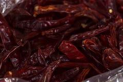 Getrocknete rote Paprika- oder Paprikacayenne-pfeffer in der Tasche am asiatischen MA Stockfotos