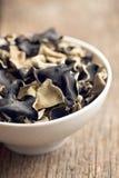 Getrockneter chinesischer schwarzer Pilz Geleeohr Stockbild