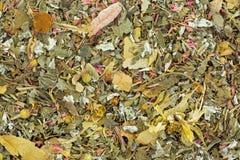 Getrockneter Kräutertee mit Melisse, rosafarbenes Blumenblatt, Ringelblume, cornflow Lizenzfreies Stockbild