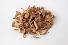 Getrockneter Pfifferling, Pilze auf einem weißen Hintergrund Stockfoto