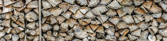 Getrocknetes Brennholz als Panorama stockbilder