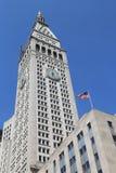 Getroffener Leben-Turm mit ikonenhafter Uhr in Manhattan Stockfoto