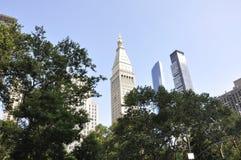 Getroffener Leben-Turm und ein Madison Park in Midtown Manhattan von New York City in Vereinigten Staaten Stockfotografie