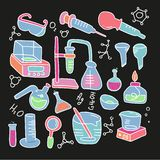 Getrokken die pictogrammen van de chemie worden geplaatst isoleerden de decoratieve kleur hand met het chemische materiaal van he royalty-vrije illustratie