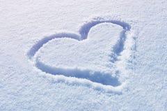 Getrokken hartvorm op sneeuw royalty-vrije stock fotografie