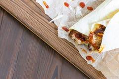 Getrokken Varkensvleesomslagen met hete BBQ saus met exemplaarruimte royalty-vrije stock afbeeldingen
