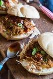 Getrokken varkensvleessandwiches Stock Foto