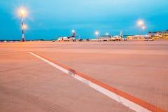 Getti aspettanti in aeroporto fotografia stock libera da diritti