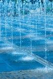 Getti di acqua della fontana della via Immagini Stock Libere da Diritti