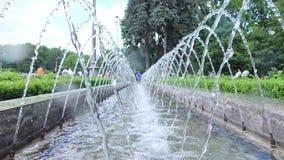 Getti di fontana archivi video