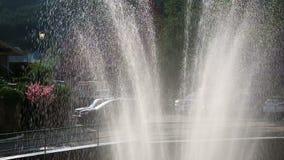 Getti di fontana al sole stock footage