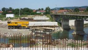 Getti un ponte su in costruzione attraverso il fiume Vrbanja in città di Banja Luka - 5 Immagine Stock