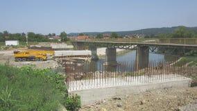 Getti un ponte su in costruzione attraverso il fiume Vrbanja in città di Banja Luka - 6 fotografie stock libere da diritti