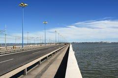 Getti un ponte su a Venezia II Immagine Stock