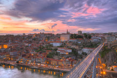 Getti un ponte sui DOM Luis di Ponte sopra Oporto, Portogallo Fotografie Stock