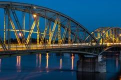 Getti un ponte sul collegamento due paesi, Slovacchia ed Ungheria Fotografie Stock Libere da Diritti