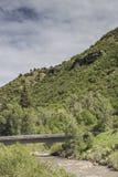 Getti un ponte sul crosswing il fiume di Gunnison, il parco di stato di Paonia, Colorado Immagine Stock Libera da Diritti