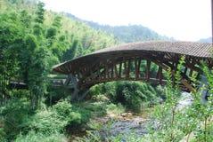 getti un ponte sul fiume s là sotto la valle Immagini Stock Libere da Diritti