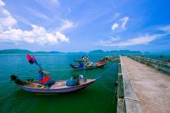 Getti un ponte sul porto di pesca 3 Immagine Stock Libera da Diritti