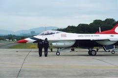 Getto dei Thunderbirds del U.S.A.F., falco di F-16C fotografie stock libere da diritti