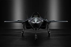Getto segreto avanzato F35 in un luogo non rivelato con illuminazione della siluetta illustrazione vettoriale