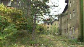 Getto som är fattig i Prerov, Skodova gata med den övergav tidigare zigenska gettot arkivfilmer
