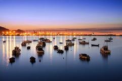 Getxo haven bij nacht met zeilboten Royalty-vrije Stock Afbeeldingen
