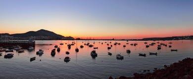 Getxo haven bij zonsondergang met yatchs en zeilboten Royalty-vrije Stock Afbeelding