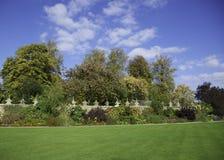 Geummauerter Garten Lizenzfreie Stockfotos